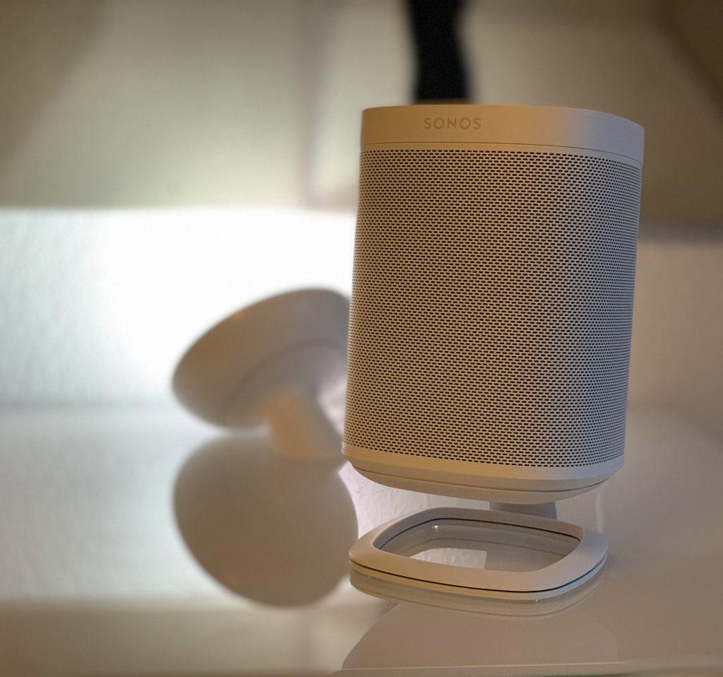 Sonos Tischständer von Flexson mit Philips Hue
