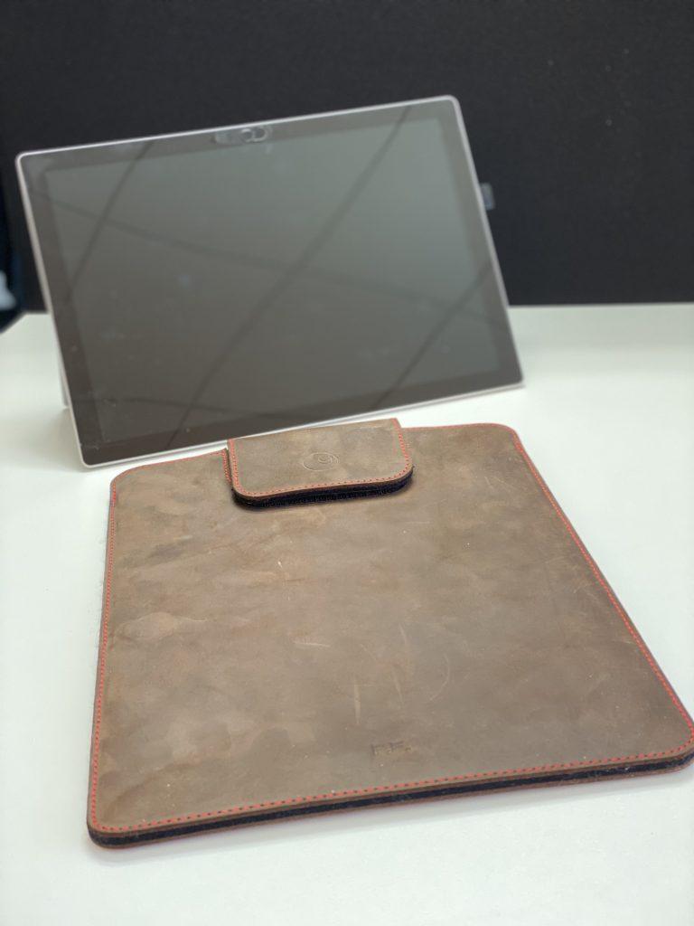 germanmade. Lederhülle für das Surface Pro