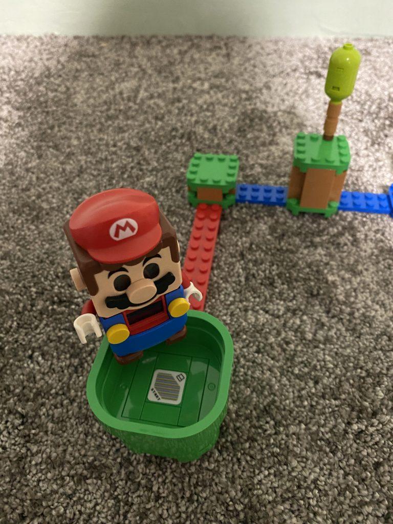 Super Mario auf der Startröhre